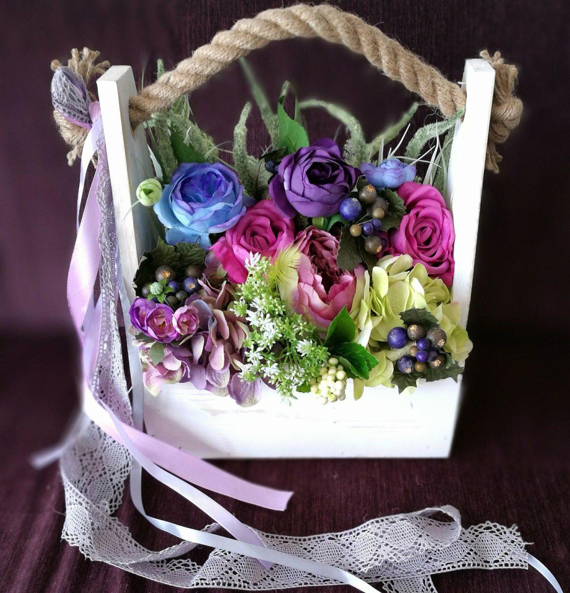 romantyczna skrzynka z kwiatami