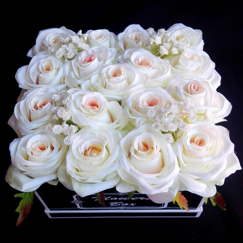 kompozycje kwiatowe w pudełkach