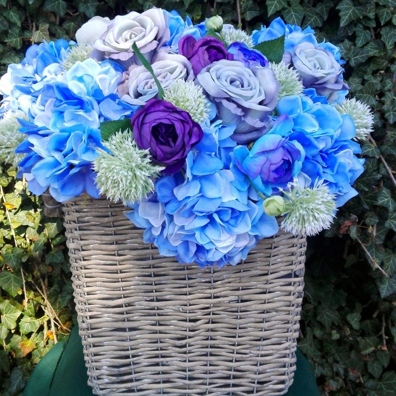Kosz z kwiatami Błękitne niebo