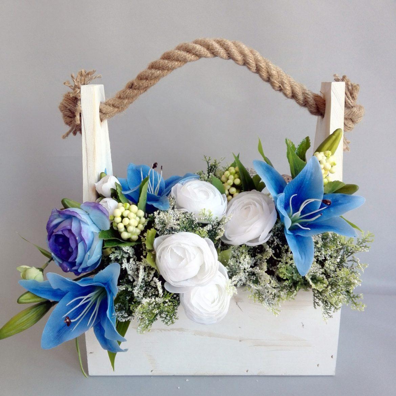 Skrzynka drewniana z kwiatami
