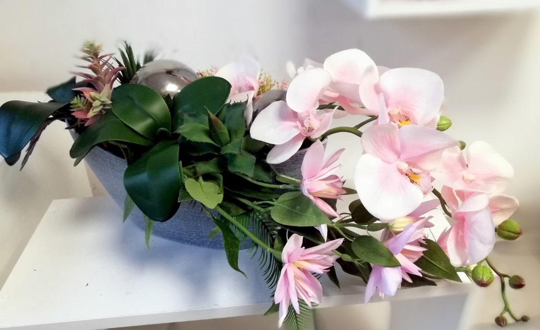 Kompozycja z różowym storczykiem i kulami nr. 140