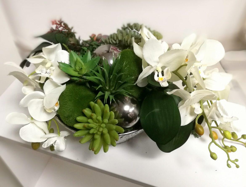 Białe storczyki w srebrnym naczyniu nr. 139