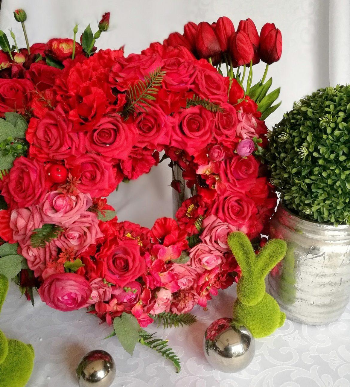 Wianek z czerwonych kwiatów