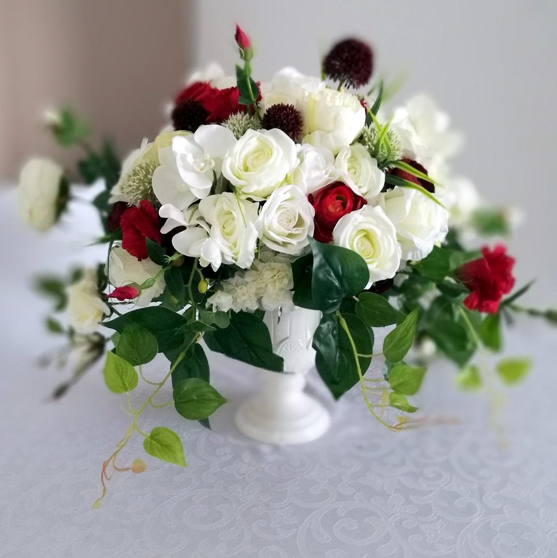 Kompozycja kwiatowa w białej wazie nr. 148