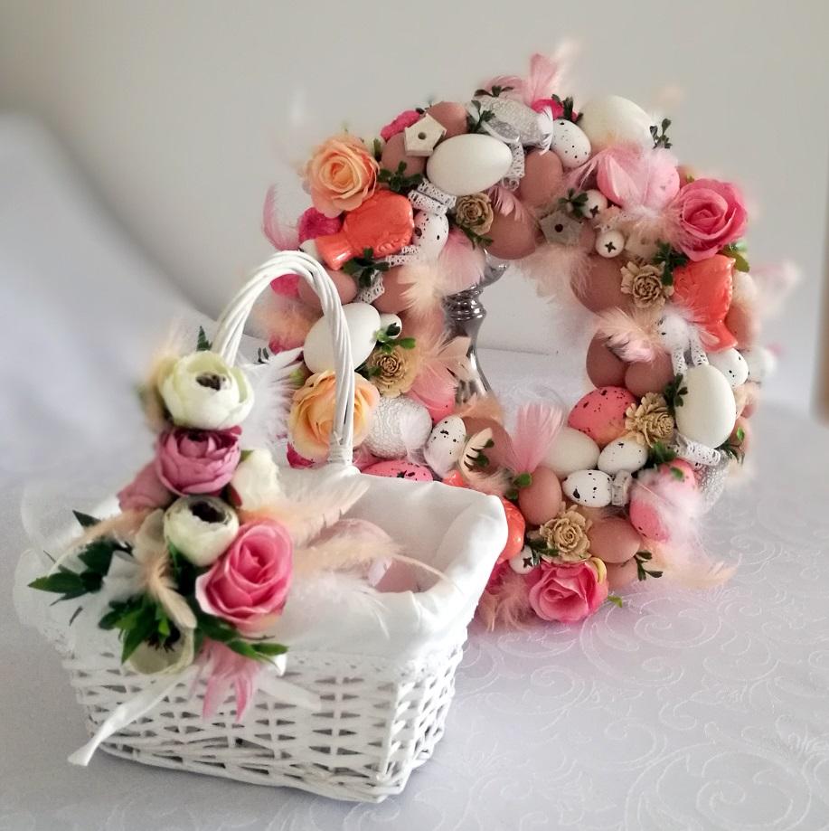 Pastelowy róż wianek Wielkanocny z koszyczkiem nr.78