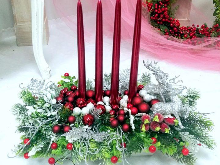 Ozdoby bożonarodzeniowe w kolorze czerwonym, czyli purpurowe święta