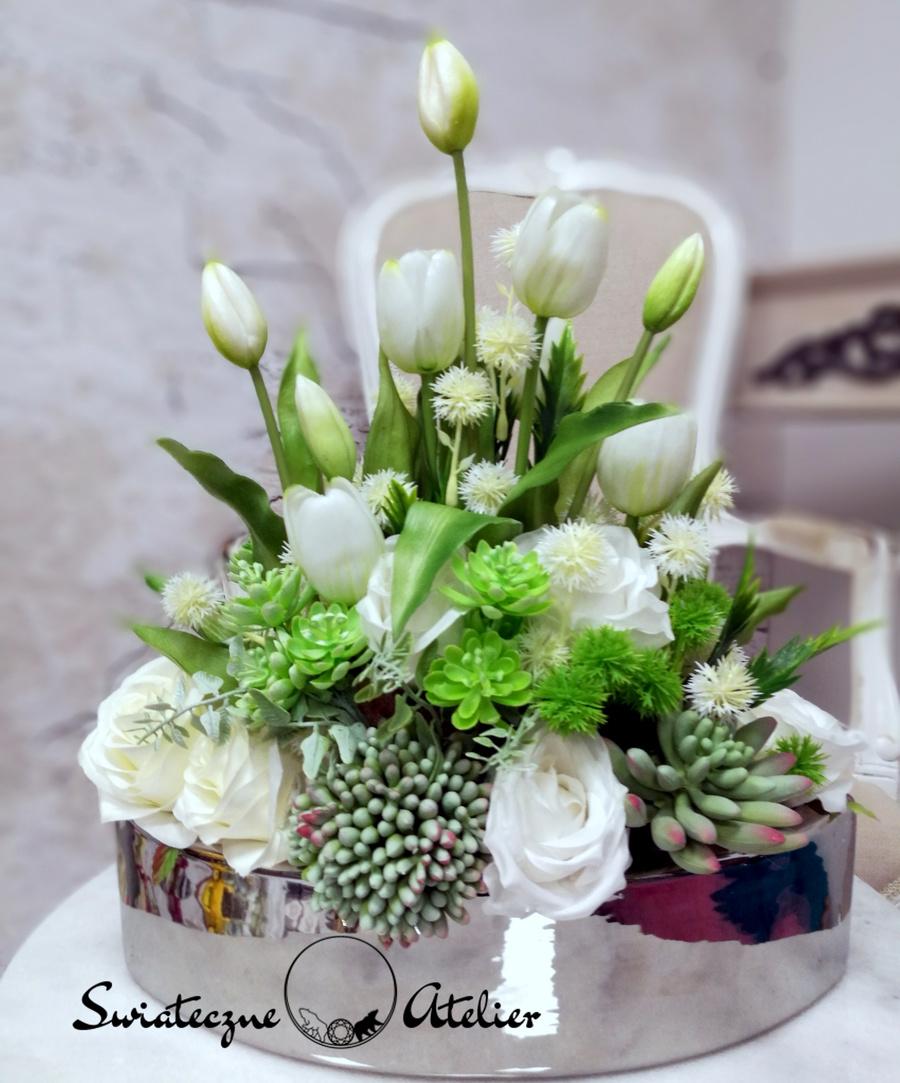 Wiosenna kompozycja kwiatowa w bieli nr 455