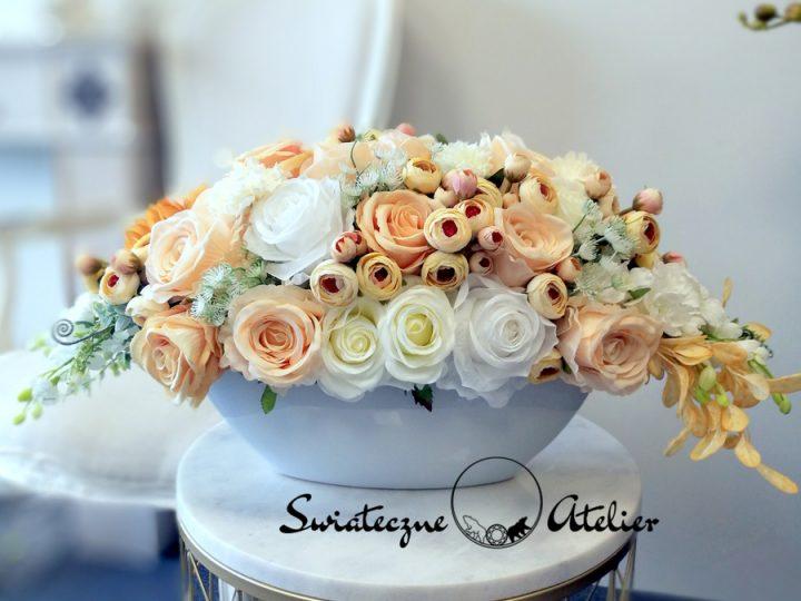 Wiosenne dekoracje kwiatowe na stół