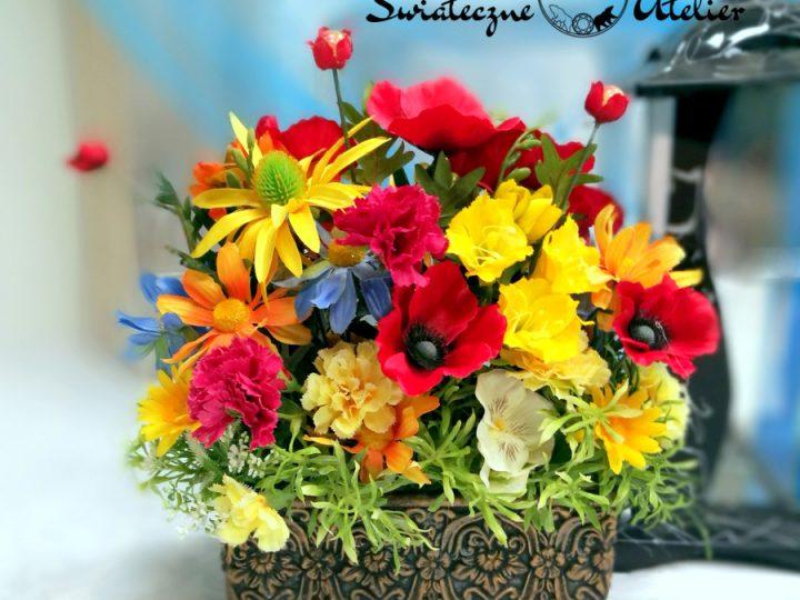 Dekoracje z polnych kwiatów, czyli wiosna w domu