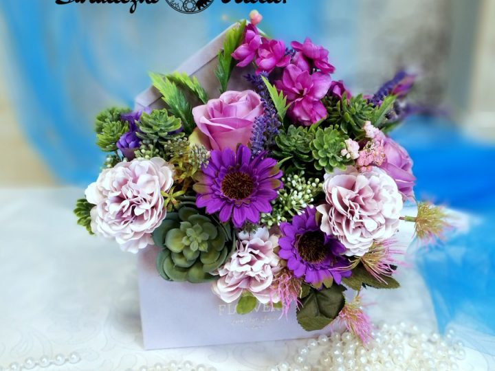 Niezwykłe dekoracje ze sztucznych kwiatów- TOP 10
