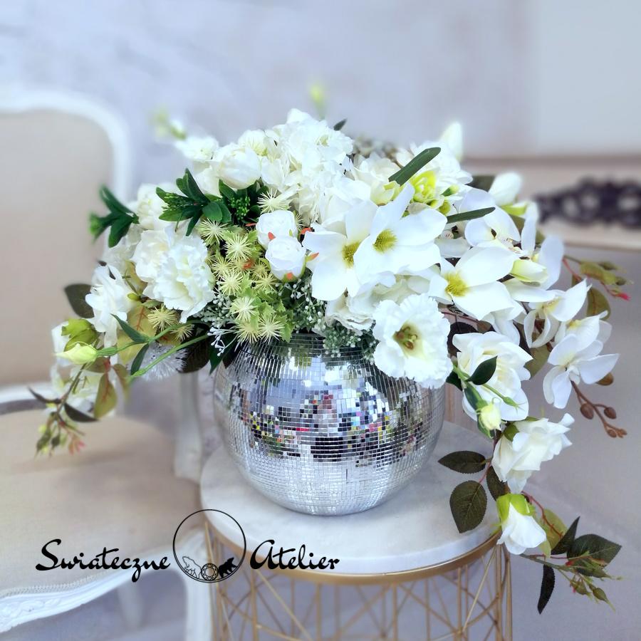 Kompozycje ze sztucznych kwiatów na wesele