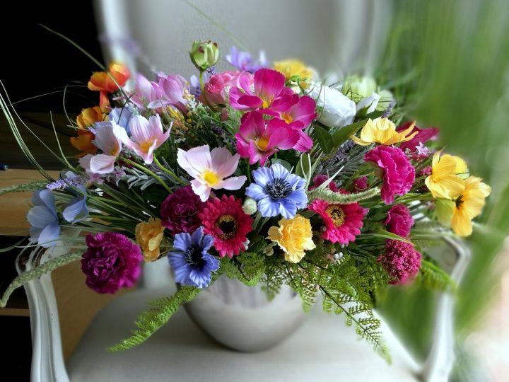 Delikatne dekoracje kwiatowe na lato