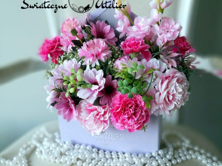 Koperty ze sztucznymi kwiatami- niezwykły prezent